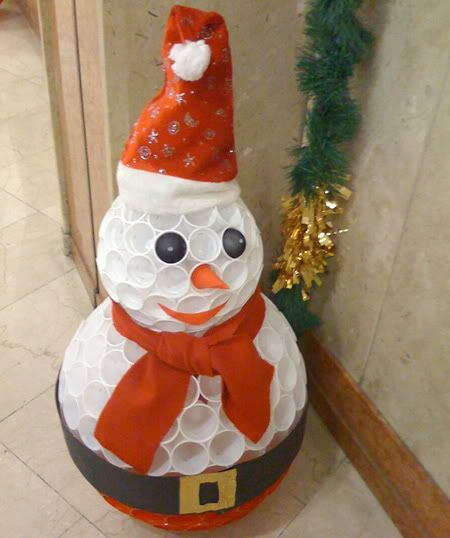 A very simple and cheap way to make a snowman out of plastic cups and staples.  #snowman #christmas