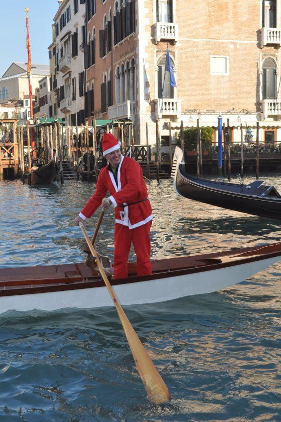 Santa Claus jokes in #GrandCanal