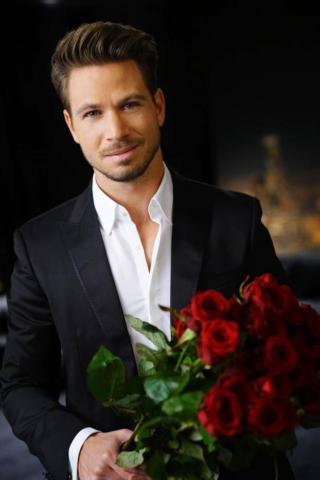 """Er muss wissen, wie es geht: Auf RTL flirtet """"Bachelor"""" Sebastian Pannek, was das Zeug hält. Hier verrät er seine besten Dating-Tipps und sagt: """"Benutzung auf eigene Gefahr! Könnte wirken ..."""""""
