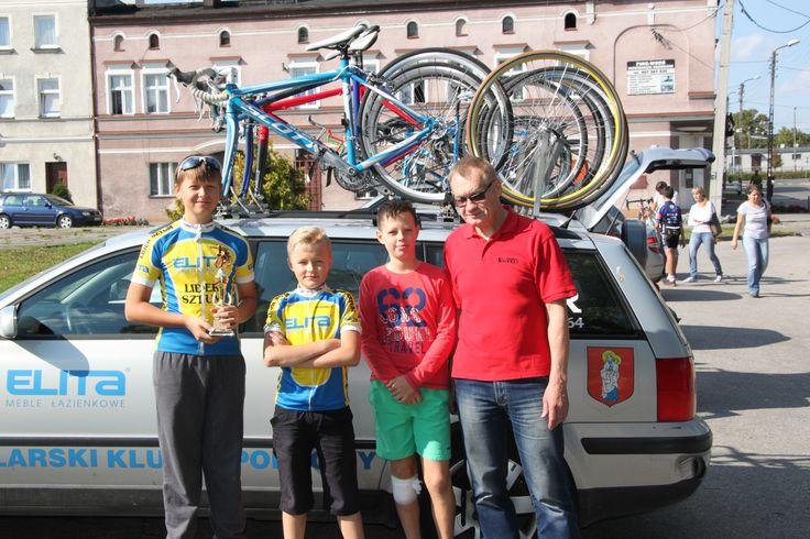 Zawody w Jabłonowie Pomorskim. Jan, Marcin, Damian i trener. #elita #meble #elitameble #lazienka #furniture #bathroom #lider #żak #kolarze #sztum