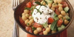 Σαλάτα με ρεβίθια και γιαούρτι