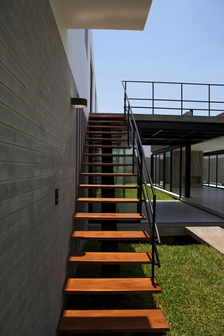Surrounded House by 2.8x arquitectos | HomeDSGN