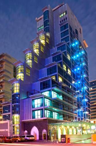 Boutique 7 Hotel and Suites - Le Boutique 7 Hotel and Suites est un établissement de luxe situé en face de Media City, à 2 minutes à pied de la station de métro Internet City. Il possède une piscine intérieure, un bain à remous et une salle de sport. Adresse Boutique 7 Hotel and Suites: Tecom  Dubai