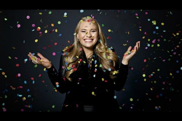 """Wiwi Jury Denmark edition: Anja Nissen with """"Never Alone"""""""