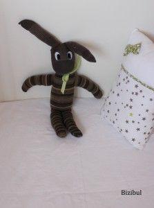 le doudou chaussette lapin, fabriqué à partir d'une paire de chaussettes