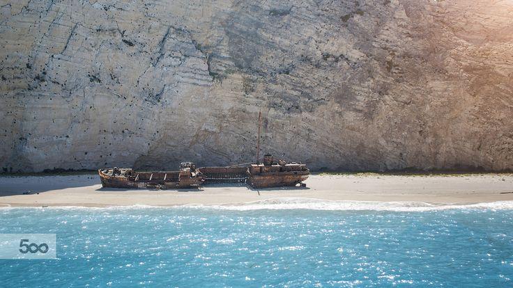 Photo Shipwreck bay by Kinga Sorbán on 500px