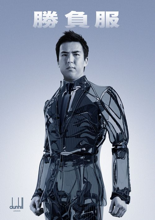 サッカー日本代表「勝負服」のロボティックバージョンを着用した長谷部のスーパービジュアルの写真1