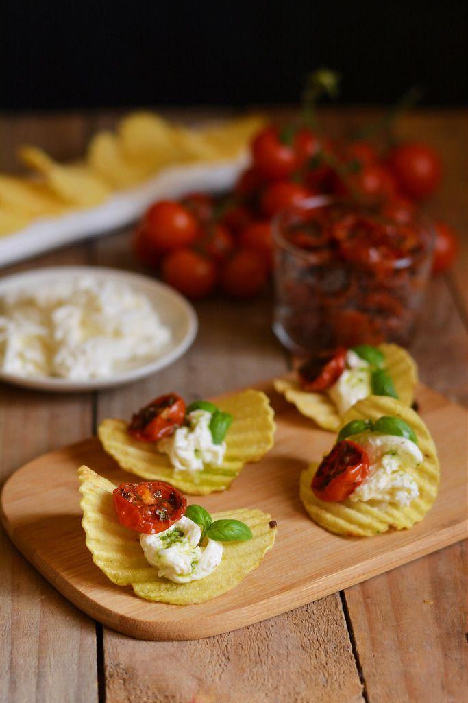Patatine San Carlo alla Caprese per un perfetto aperitivo all'italiana!