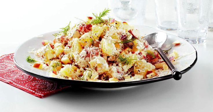 Lätt laxsallad med potatis och äpple och ett perfekt sting av pepparrot i såsen. Som bufférätt räcker den till 8 personer.