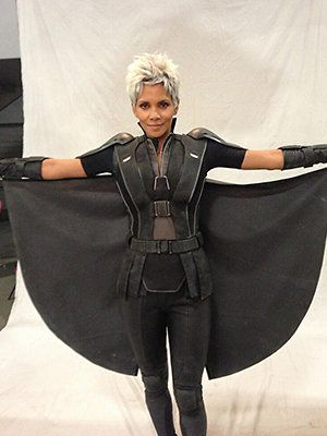"Halle Berry's New Look as Storm in 'X-Men: Days of Future Past'.  In case there were any lingering questions about it, Halle Berry is most definitely returning to the ""X-Men"" series. Director Bryan Singer tweeted definitive proof on Monday, posting a pic from the ""X-Men: Days of Future Past"" set that features the gorgeous and pregnant Oscar-winning actress in her full Storm costume."