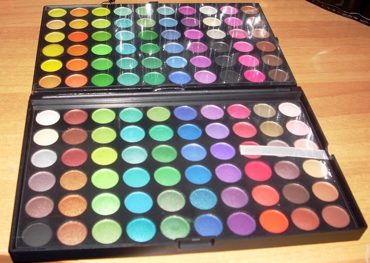 Review 120 eyeshadows palette Fraulein 38 --> http://terryble89.blogspot.it/2011/03/review-palette-120-ombretti-fraulein-38.html