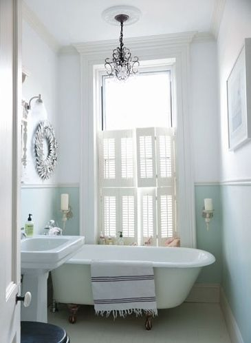 love the wall color and claw foot tub