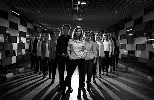21.9. Musta Lammas. Musta Lammas on Ida Olsosen johtama 24-jäseninen, ainutlaatuinen rytmimusiikkikuoro, joka groovaa ja soi tiukasti yhteen bändin tavoin.  #eckeröline #suomi100 #elämyslaineilla #msfinlandia