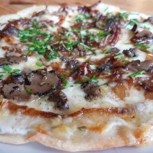 Trøffelpizza med karamellisert løk