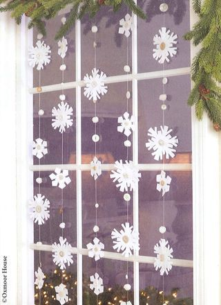 5_WindowSnowflakeGarland