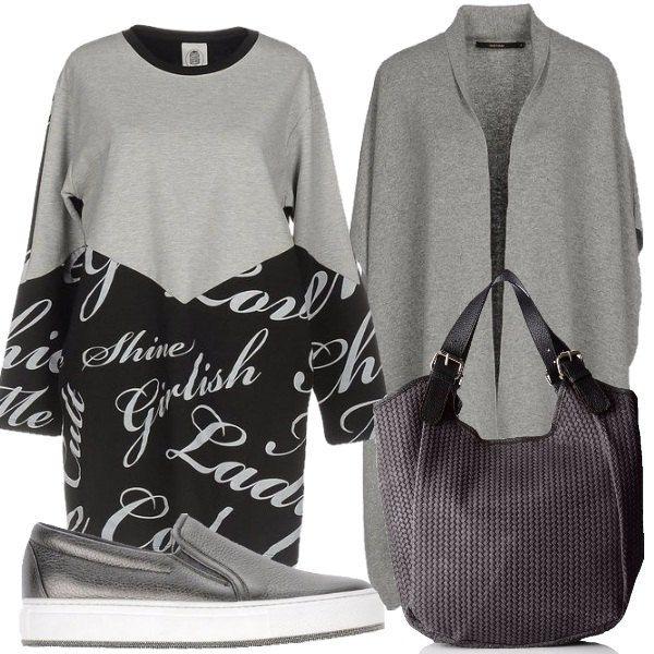 Outfit composto da vestito a maniche lunghe con fantasia sulla gonna e nella parte inferiore delle maniche, cardigan grigio, slip on argentate e shopping bag in pelle intrecciata.