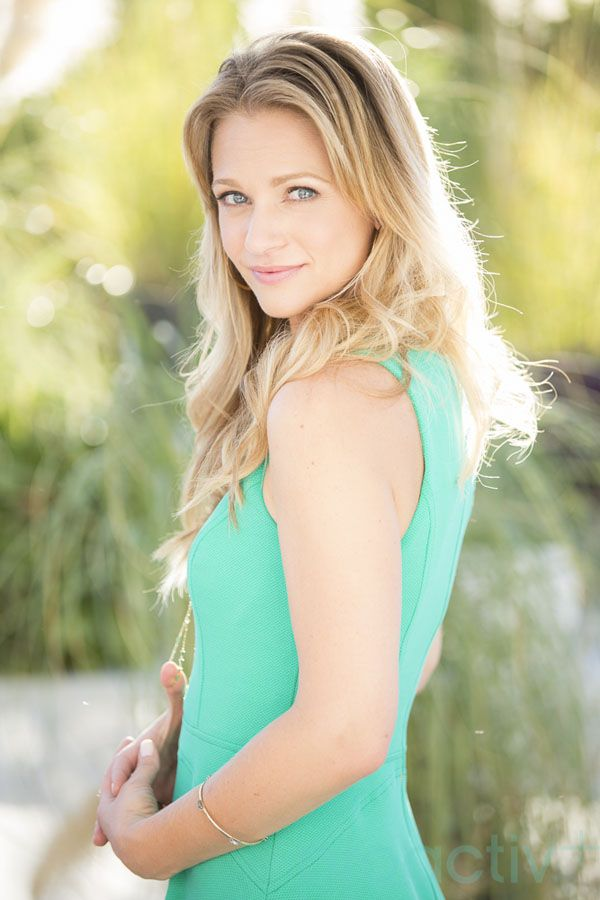 Canadian actor A.J. Cook of Criminal Minds on her must-have beauty products, best makeup tricks and how she deals with adult acne under Hollywood's spotlight: http://beautyeditor.ca/2014/03/20/aj-cook-beauty-tips/