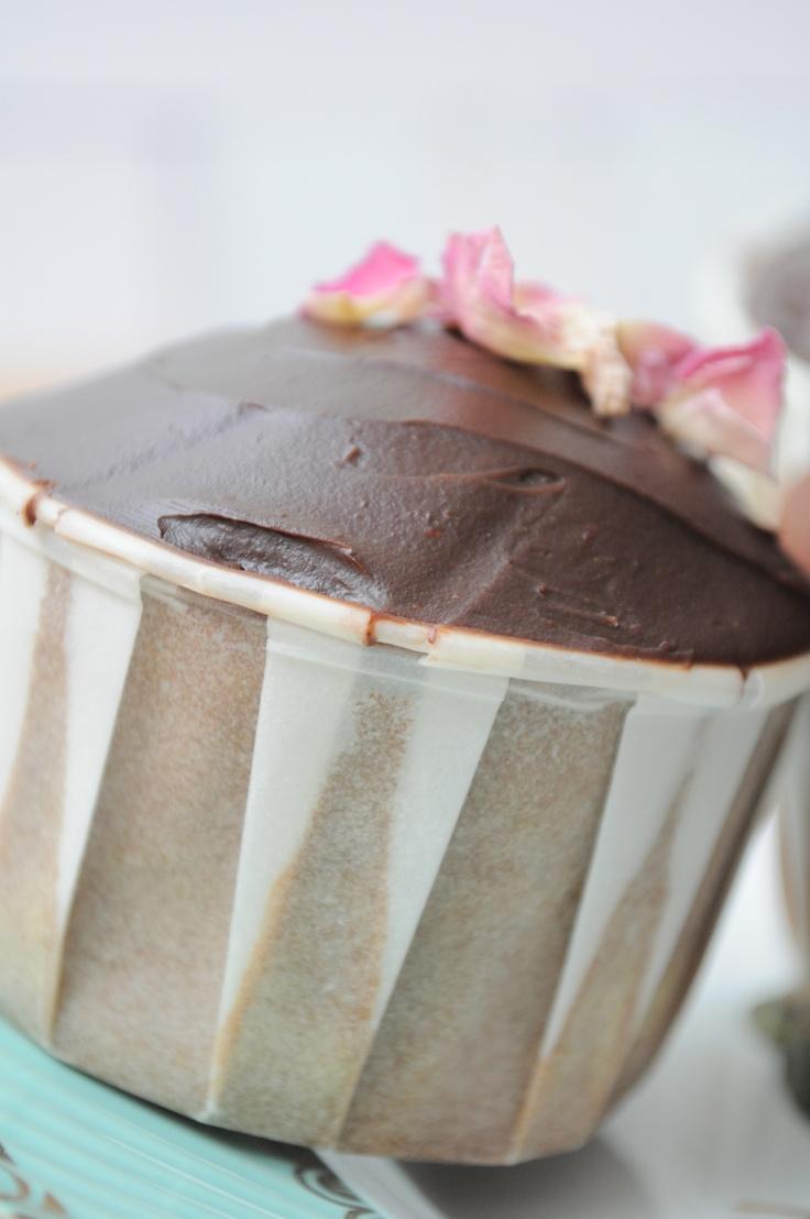 Chocolate roseleaf cupcake by Yvette bakt...