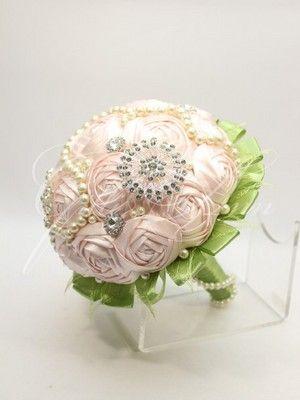 Брошь-букет из нежно-розовых тканевых роз Gilliann BRB010