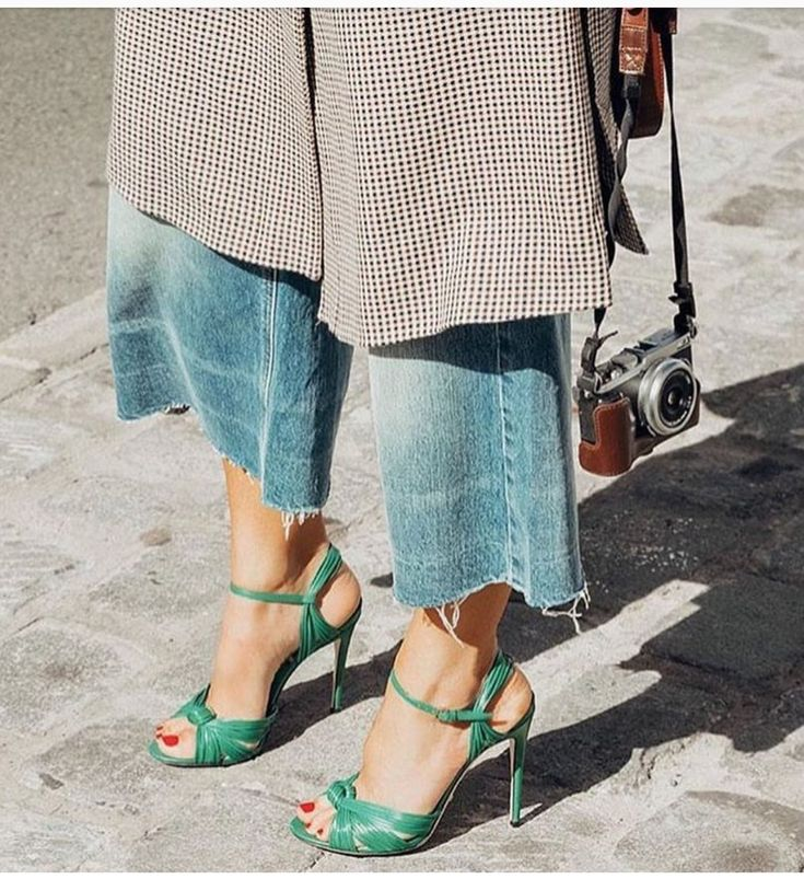 ripped jeans, red toes and green sandals