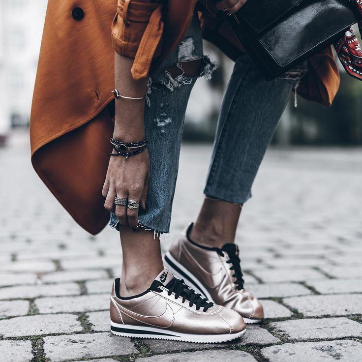 Sneakers women - Nike Cortez metallic (©mikutas)
