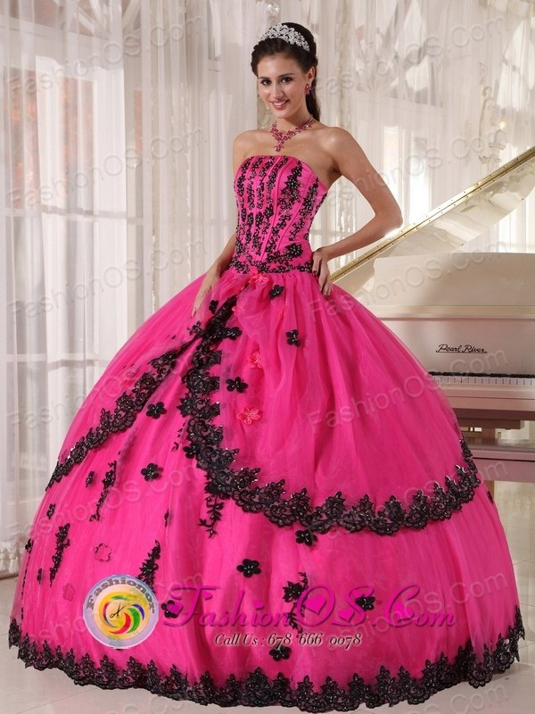 http://www.fashionor.com/The-Most-Popular-Quinceanera-Dresses-c-37.html  Shops Tiered Quinces gowns in Christmas  Shops Tiered Quinces gowns in Christmas  Shops Tiered Quinces gowns in Christmas