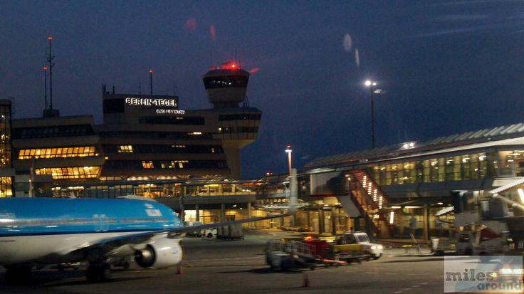 Flughafen Berlin-Tegel bei Nachteinbruch - Check more at http://www.miles-around.de/trip-reports/economy-class/sas-airbus-a319-100-economy-class-berlin-nach-kopenhagen/,  #A319-100 #Airbus #Airport #avgeek #Aviation #CPH #EconomyClass #Flughafen #Lounge #LufthansaSenatorLounge #Reisebericht #SAS #Trip-Report #TXL