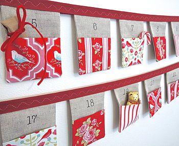 Inspiration pour calendrier de l'Avent: pochettes avec différents tissus dans les tons rouge et blanc