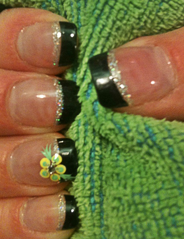 """March """"luck o'the Irish"""" nails"""