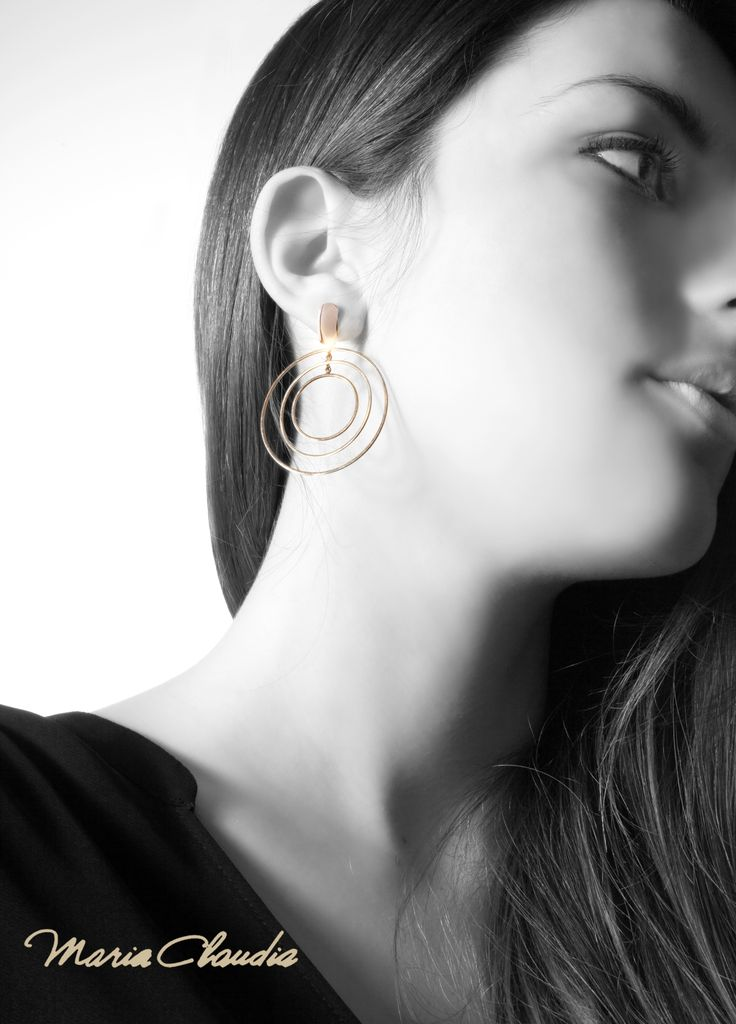 Every day on movement! Movimenti Collection: 3 strings on pink gold. #movimenti #pinkgold #earrings #circle
