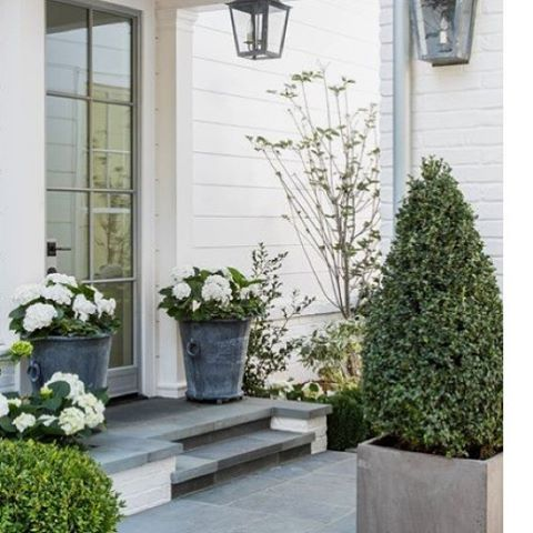Gorgeous entry way. Pic source gianetti home #thesummerhousestyle #entryway #porchlove #verandah #interiors #exteriors #classicstyle
