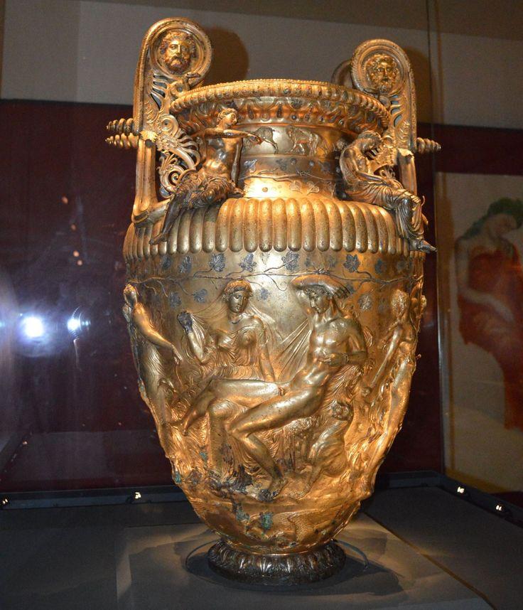 Ο ΚΡΑΤΗΡΑΣ ΤΟΥ ΔΕΡΒΕΝΙΟΥ - THE DERVENI KRATER (ENGLISH - GREEK TEXT) Archaeological Museum of Thessaloniki, Macedonia, the Heart of Greece. Ελληνιστική περίοδος, 330 - 320 π.Χ. - Δερβένι, τάφος Β΄- ύψος: 0,91 μ. Hellenistic, 330-320 BC, Derveni, tomb B, Height 0.91 m. The Derveni krater is a volute krater, the most elaborate of its type, discovered in 1962 in a tomb at Derveni, not far from Thessaloniki, and displayed at the Archaeological Museum of Thessaloniki. Weighing 40 kg,