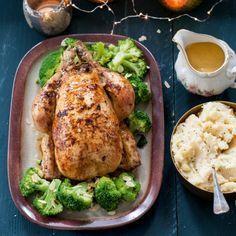 Gevulde kip l'orange met amandelbroccoli - Deze gevulde kip is heerlijk met pastinaakpuree en amandelbroccoli. #kerst #hoofdgerecht #JumboSupermarkten