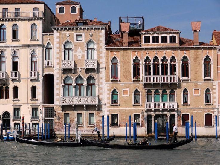 Palazzo Contarini Fasan (fu forse la casa di Desdemona, personaggio dell'Otello, la tragedia di William Shakespeare) e Palazzo Venier Contarini, Venezia.