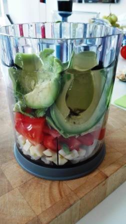 Ingredients for homemade guacamole | Ingrediënten voor huisgemaakte guacamole