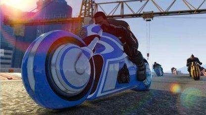 Knallige Farben und Lichtspuren als tödliche Falle wie in Tron: Rockstar Games hat die kostenlose Erweiterung Deadline für den Onlinemodus von GTA 5 veröffentlicht.