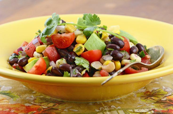 Zeleninový šalát s fazuľou
