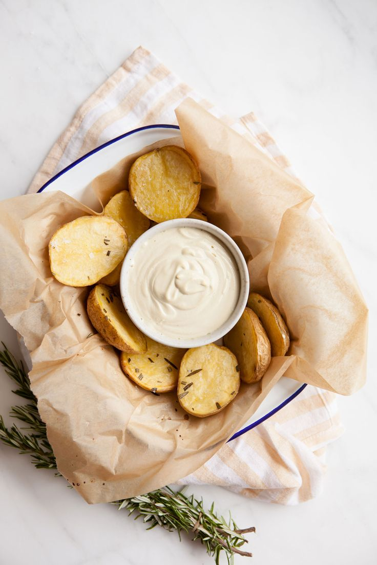 Creamy Raw  Cashew Aioli - a vegan alternative to the classic. Find the recipe here.