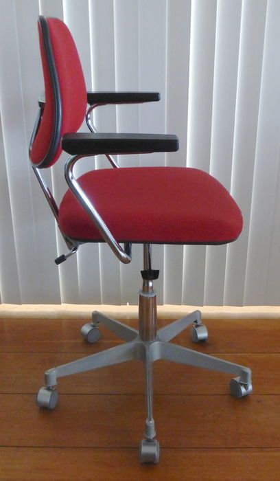 Found and purchased a matching Ero Stal & Stil norway office chair from 1978 to go with the drafting chair i purchased earlier. Again love the colour of the upholstery, nice contrast