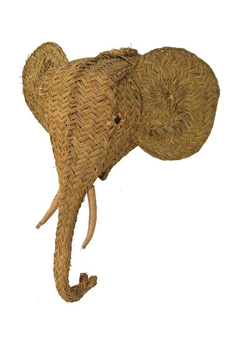 GRAN MAMÍFERO Regálate la VISTA  Regalos inusuales, diseño con humor, artesanía tradicional y telas de nuevo cuño. Ifema sigue innovando en su última edición de Intergift, hasta el 18 de enero en Madrid. Cabeza de elefante de esparto de Artesanía San José. Por Rocío Ley