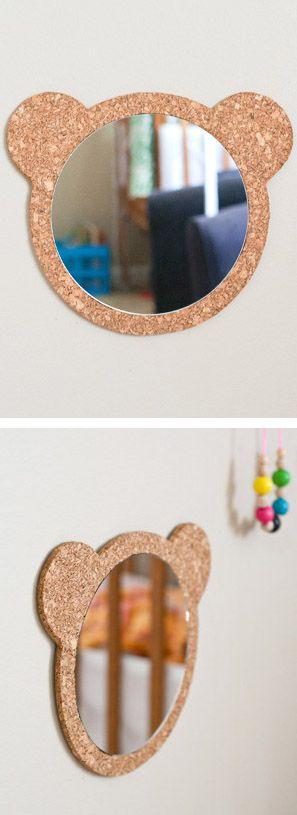 espejo con marco de corcho forma de osito