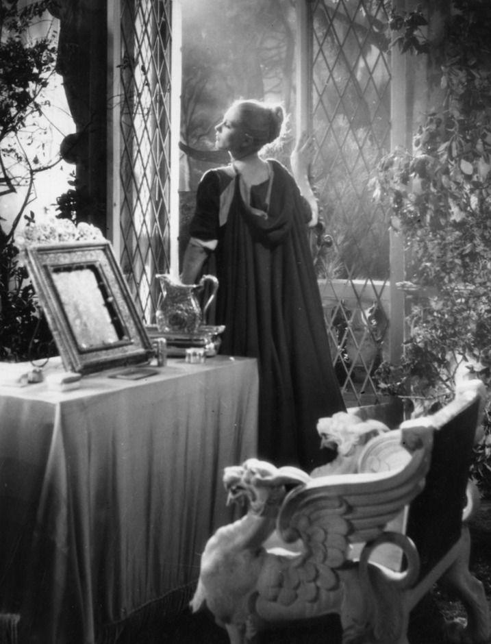 56 best robes de peau d 39 ne images on pinterest cinema. Black Bedroom Furniture Sets. Home Design Ideas