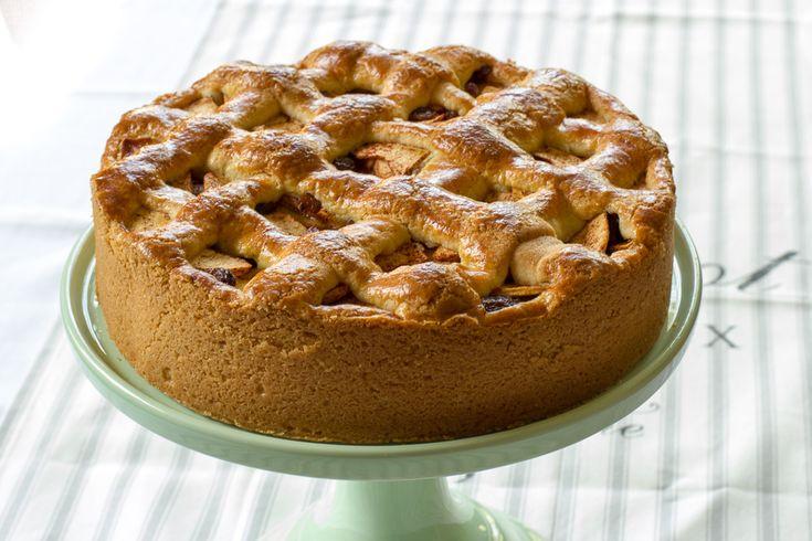 Een supermakkelijk recept voor een klassieke appeltaart met een dikke korst en een lekkere laag spijs op de bodem.