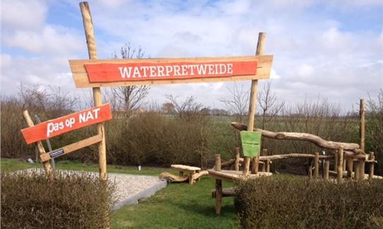 De Water Pret Weide lekker spetteren met mooi weer op FarmCamps Mariekerke. Hooi Hooi!