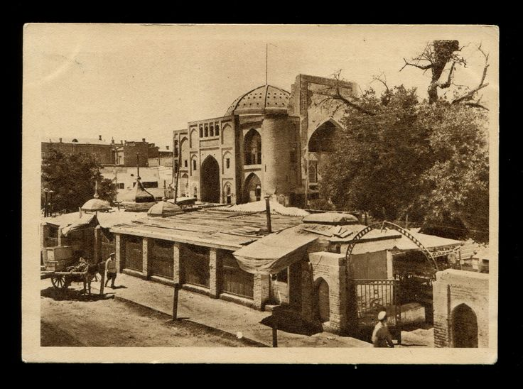 Old Bukhara Uzbekistan. Бухара Узбекистан - типы старой Бухары Ляби Хауз и мечеть Диван-Беги.