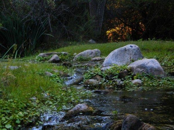 Arroyos cristalinos en Cabañas Ichacuna, Los Hornillos, Córdoba, Argentina