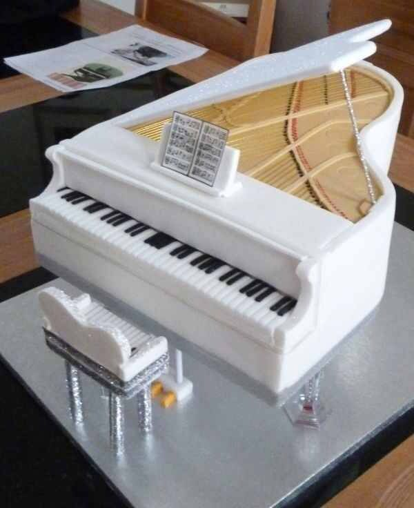 Cake Design Un Piano : Stunning White Piano Cake - For all your cake decorating ...