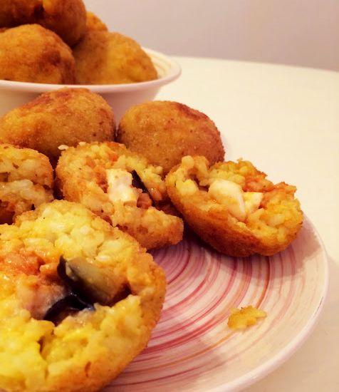 Ricetta di Arancini con mozzarella di bufala e melanzane fritte al sugo