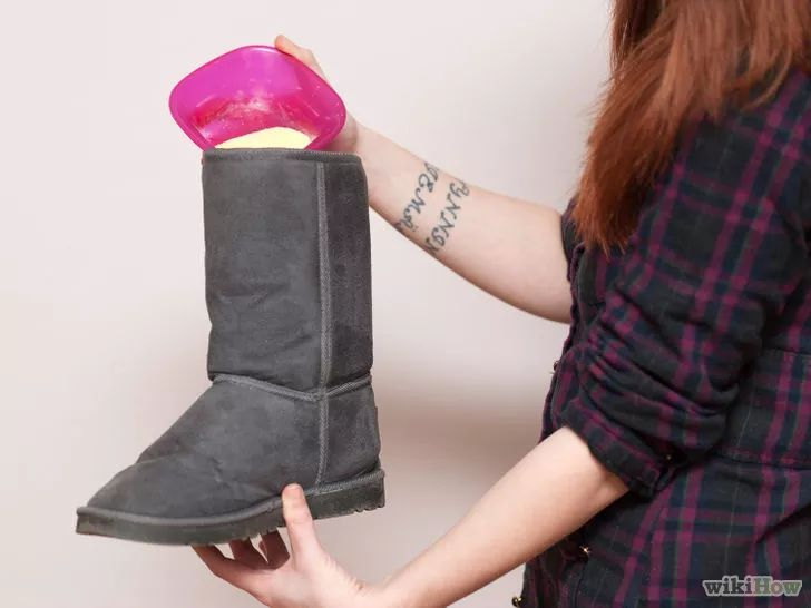 Aprende a desodorizar botas Ugg vía es.wikihow.com