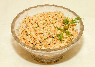 Рыбный салат «Раковые шейки»